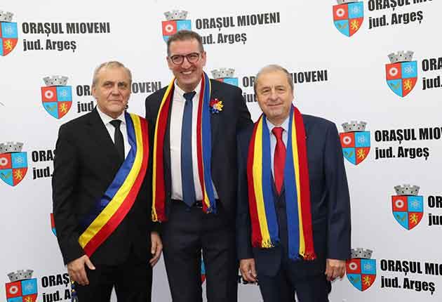 Doi oameni de succes, Cetăţeni de Onoare ai Mioveniului