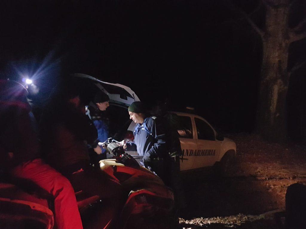 Tineri blocați cu ATV-ul în munți