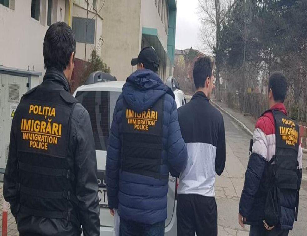 PATRON AMENDAT DE POLIŢIŞTII DE LA IMIGRĂRI
