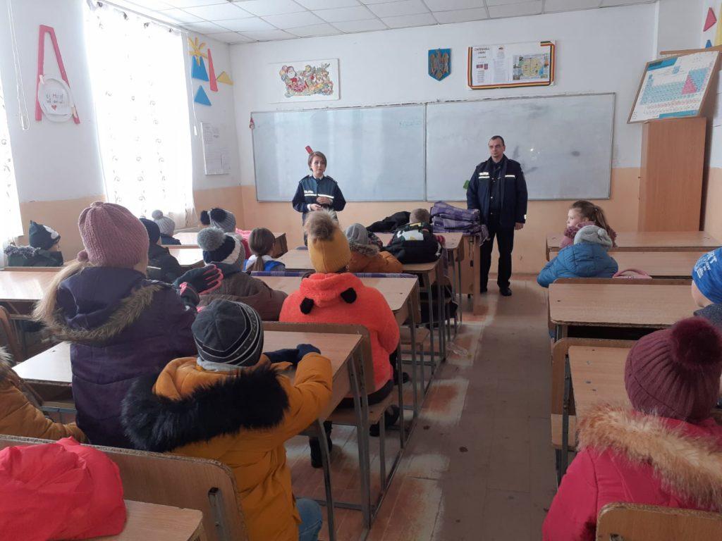 Polițiști printre elevi la Buzoești