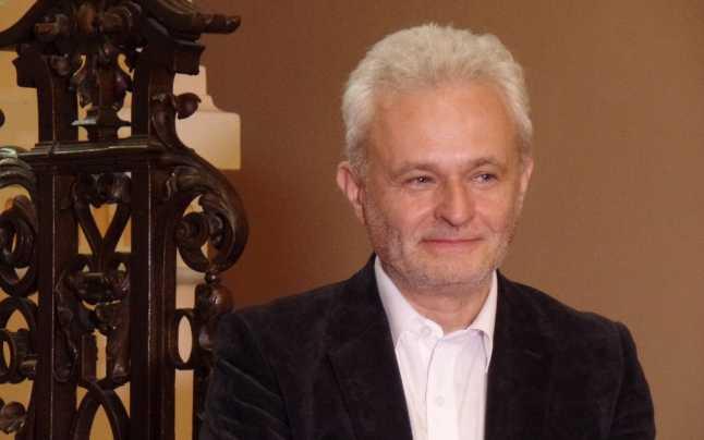 Artistul Cătălin Bălescu expune
