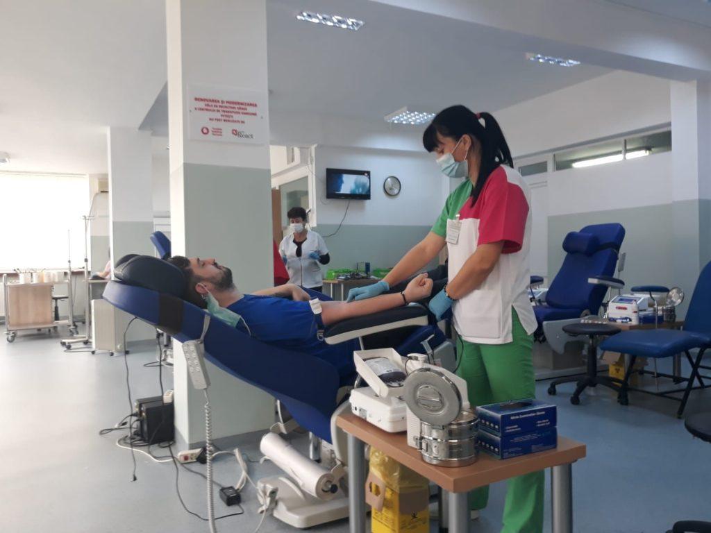 Salvatorii de vieți, chemați de acasă să doneze sânge