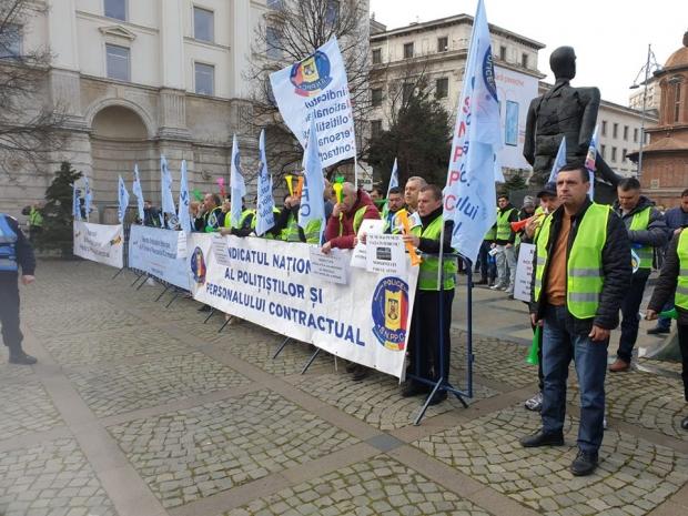 POLIŢIŞTI ARGEŞENI, ALĂTURI DE COLEGI LA PROTEST
