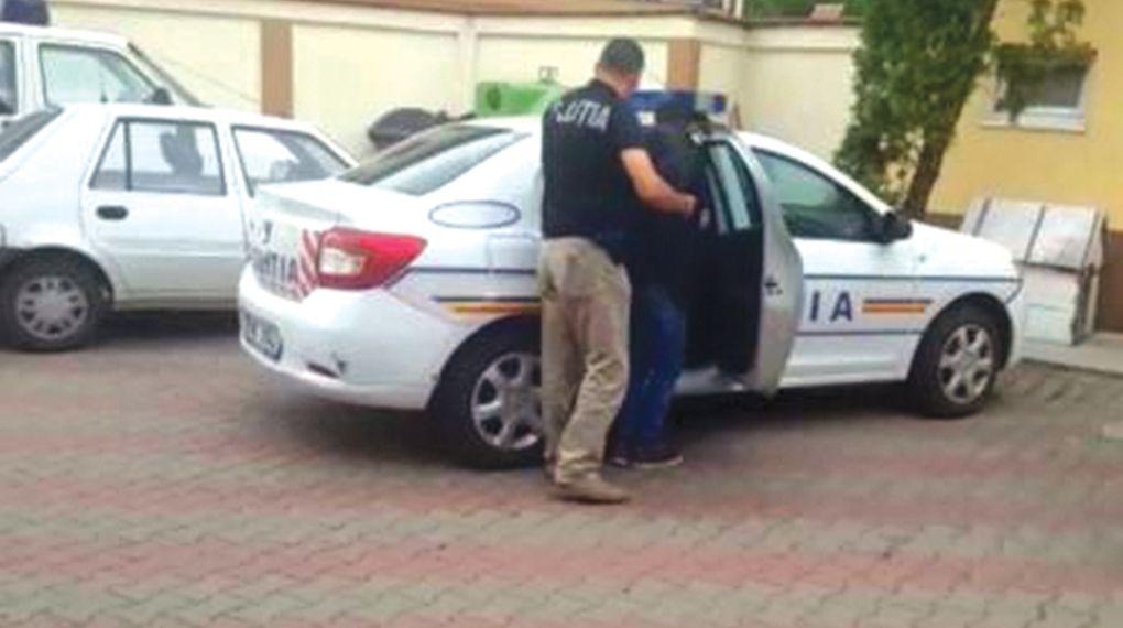 Au furat şi au fost arestaţi