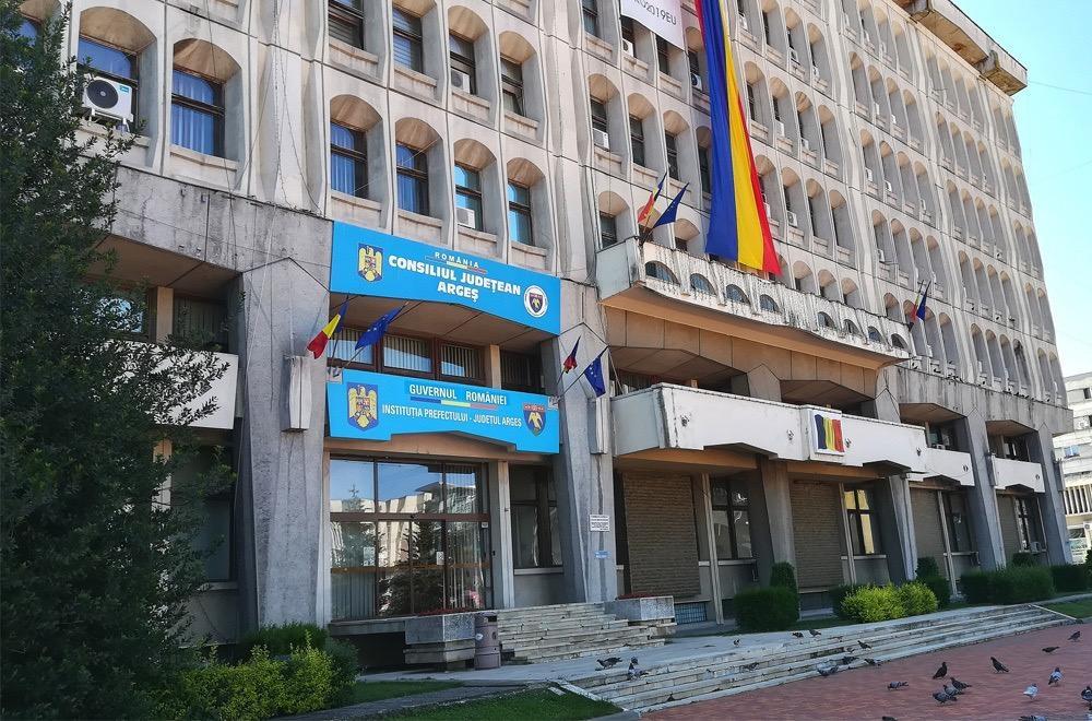 Salarii mari şi la Prefectura Argeş
