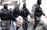 Trei traficanţi de droguri au fost arestaţi preventiv