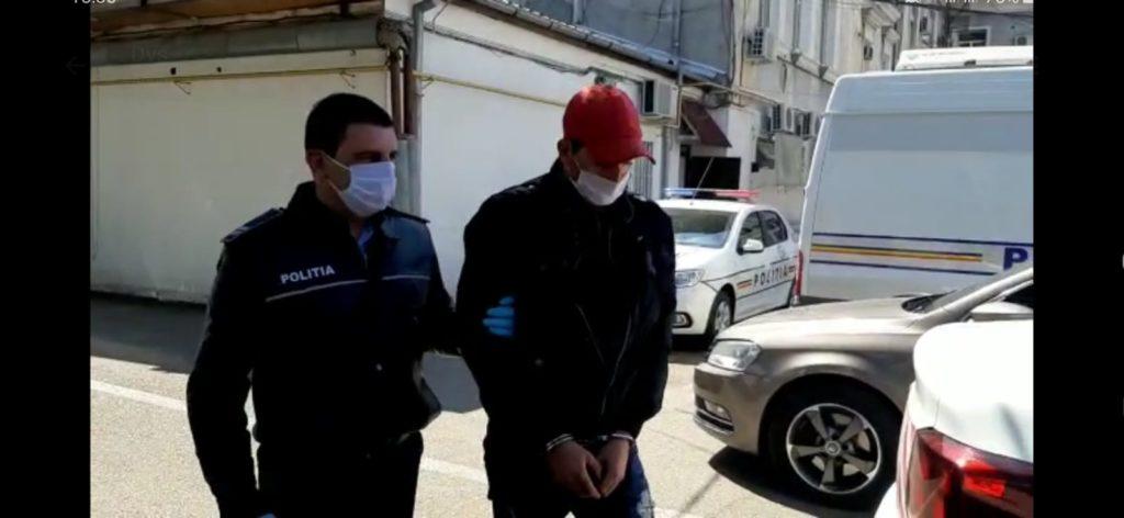 A lovit un poliţist şi a fost arestat