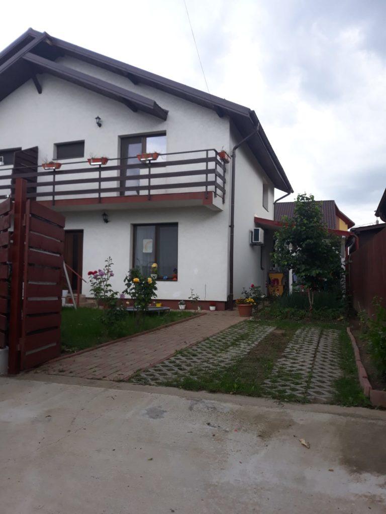 VÂND vilă duplex, Trivale, zona Tancodrom, 3 camere, utilată, mobilată complet, Sc=100 mp, teren aferent 220 mp, preţ 85.500 euro. Tel. 0740893134.