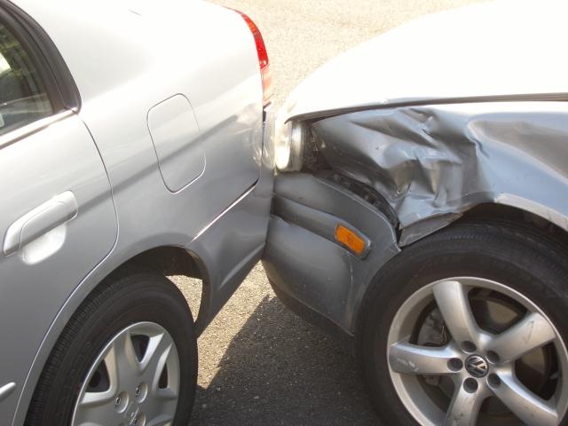 ACCIDENT ACUM: DOUĂ AUTOTURISME IMPLICATE