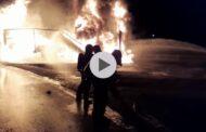VIDEO - UPDATE: UN TIR PLIN CU ULEI A LUAT FOC PE A1