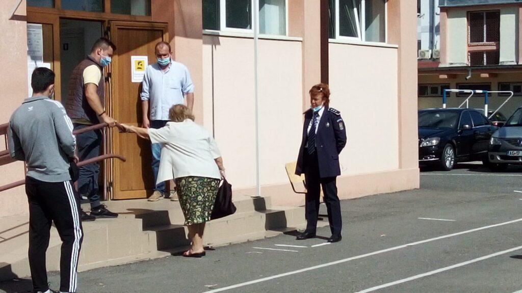 INTERVENȚIE LĂUDABILĂ A UNEI POLIȚISTE