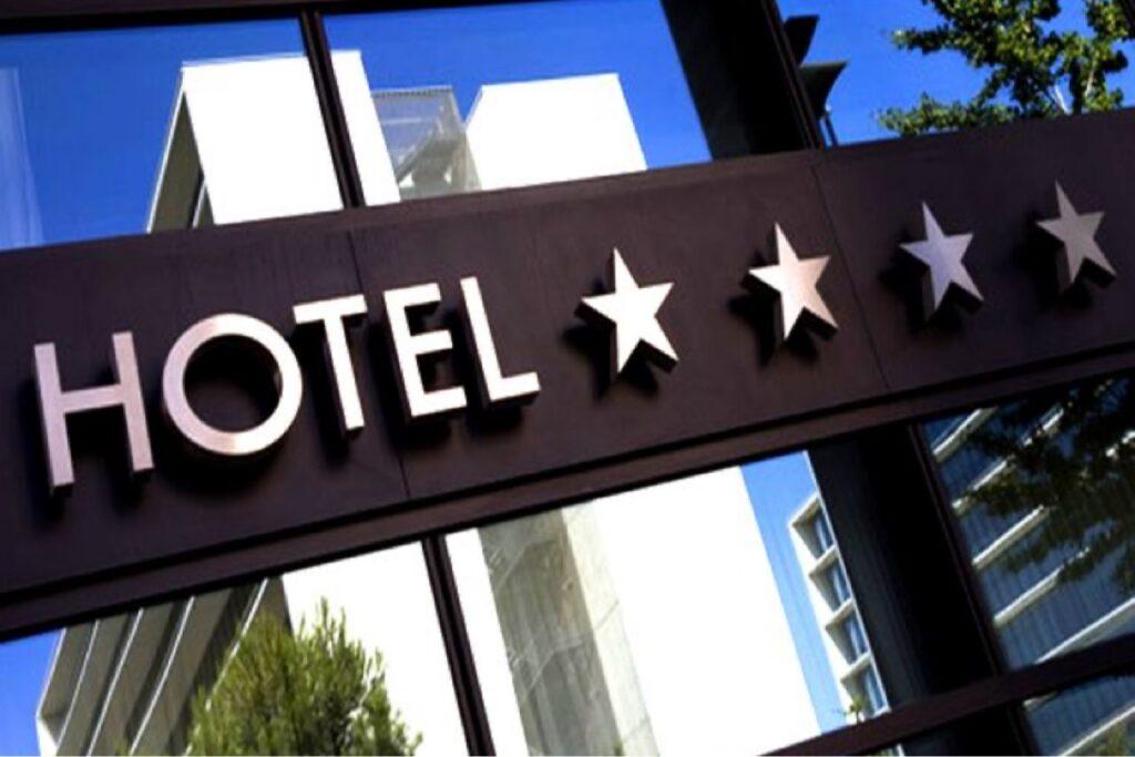 HOTEL DE PATRU STELE PE BULEVARDUL NICOLAE BĂLCESCU?