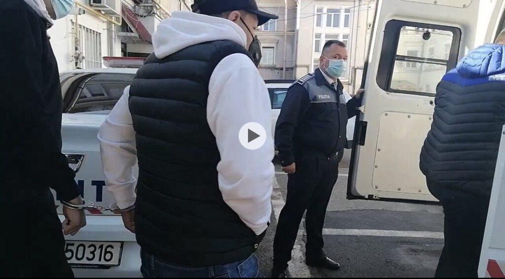 VIDEO - ARESTAT PENTRU AMENINȚAREA MAI MULTOR PERSOANE CU CUȚITUL