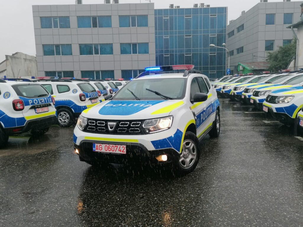 POLIȚIA ARGEȘ ÎȘI ASIGURĂ MAȘINILE CU APROAPE 200.000 LEI