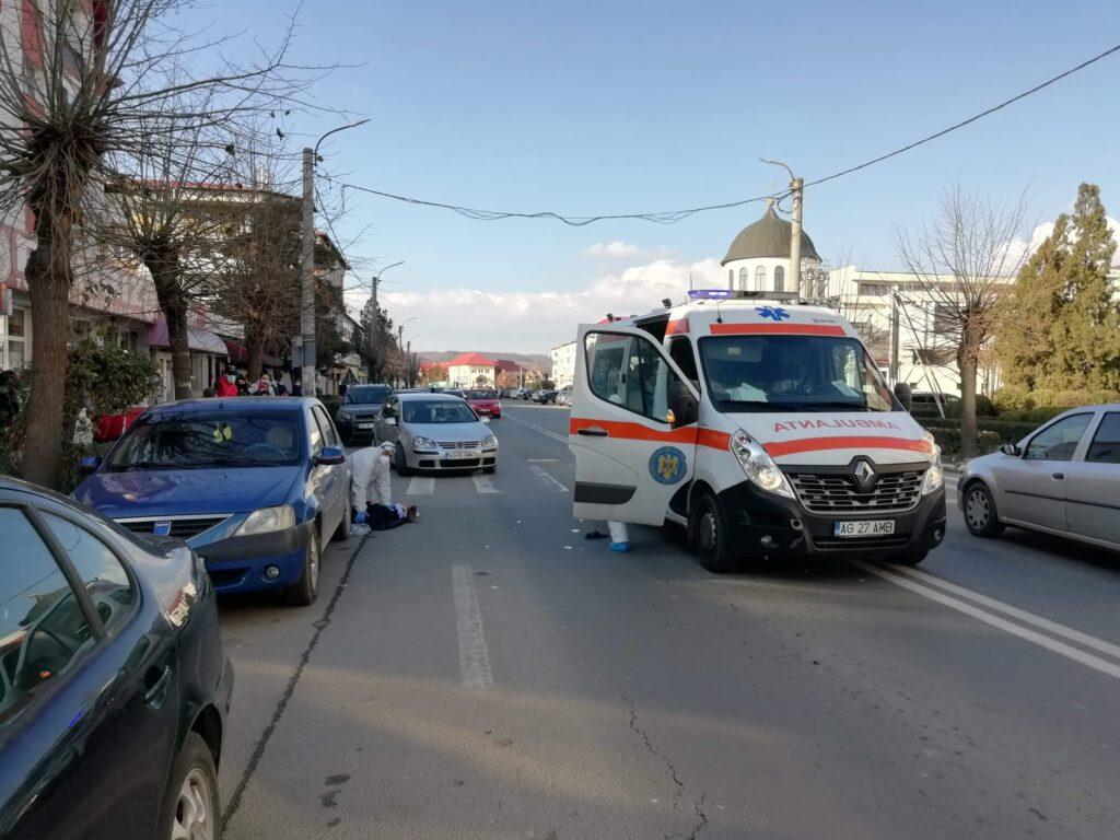 FEMEIE ACCIDENTATĂ DE AMBULANȚĂ ÎN TOPOLOVENI