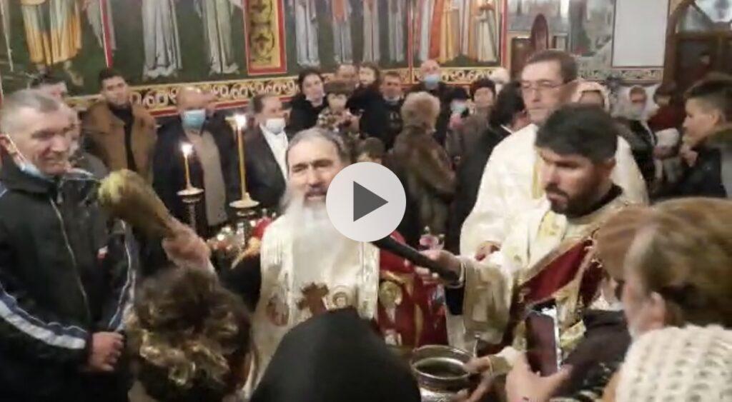 VIDEO: MIROASE A RĂZMERIȚĂ PREOȚEASCĂ, NU AU PURTAT MASCĂ