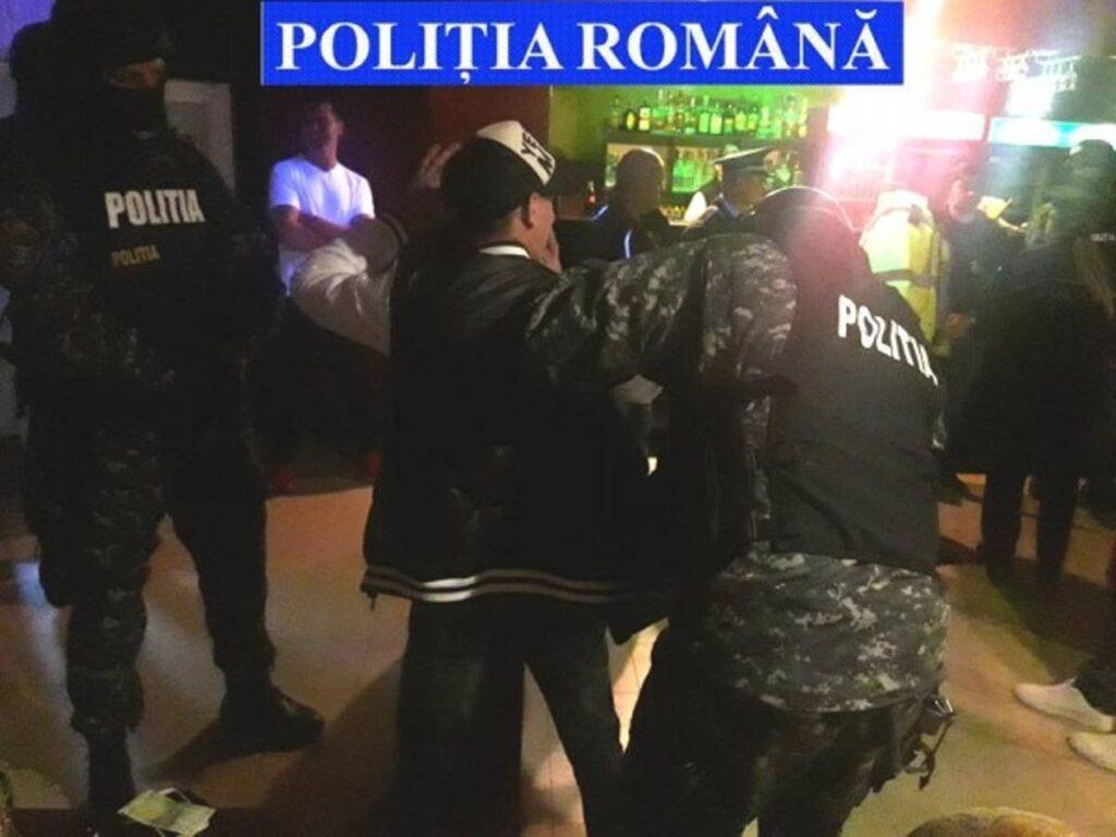 PETRECERE ÎNTRERUPTĂ DE POLIȚIȘTI
