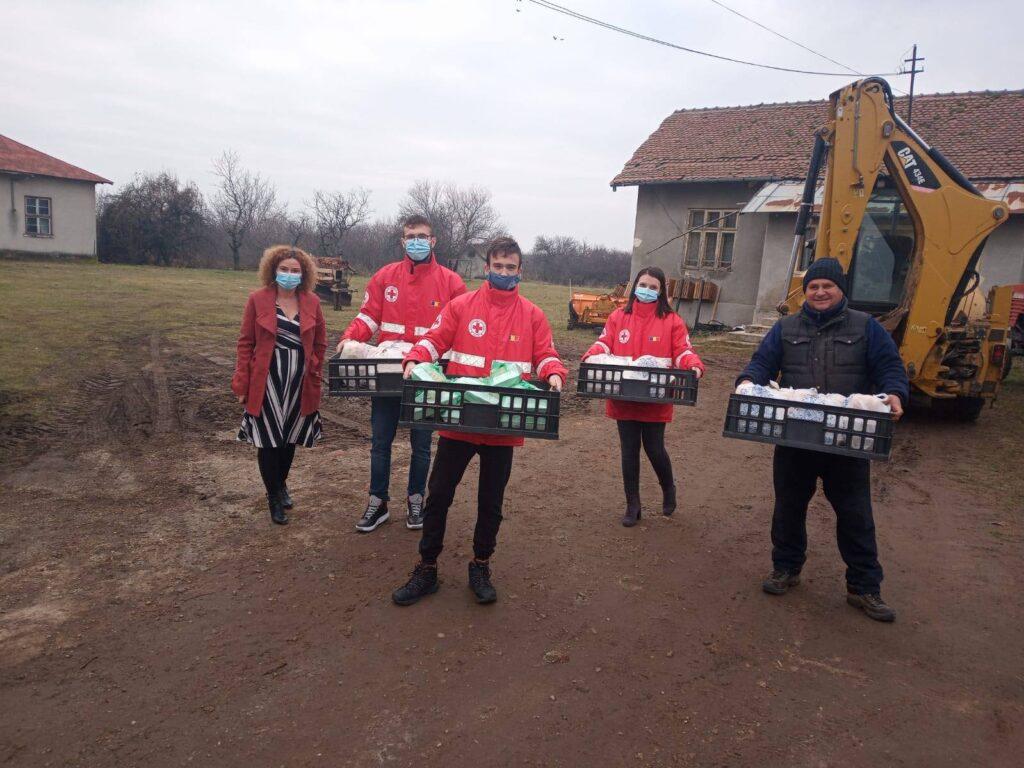 13.800 de mese calde au fost asigurate de Grupul CEZ persoanelor vulnerabile, cu sprijinul Crucii Roșii Române și al furnizorilor săi locali, în campania #ungestdebinenuepreascump