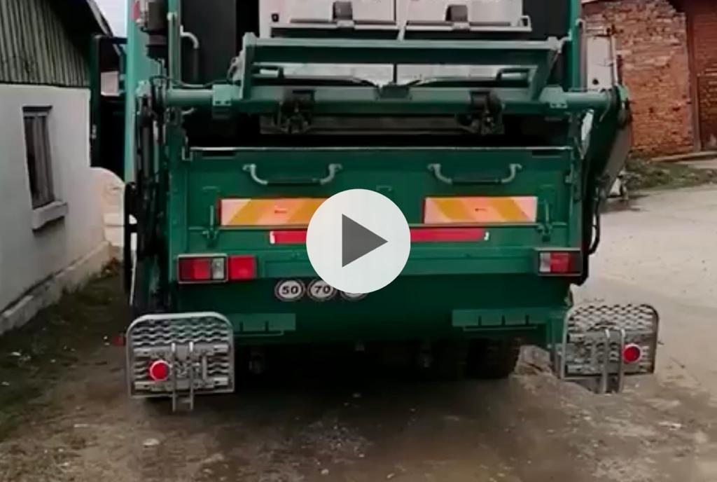 (VIDEO) ARGEȘEAN PRINS CU LEMNE FURATE ÎN MAȘINA DE GUNOI