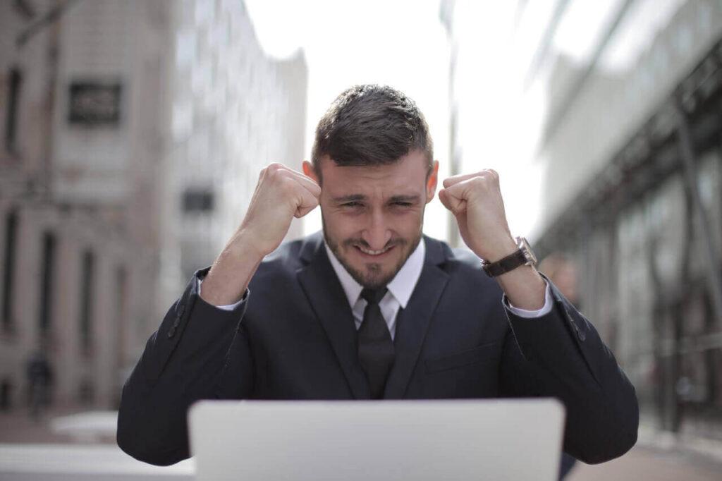 Ai o idee grozavă de business? De ce să NU te grăbești să devii antreprenor