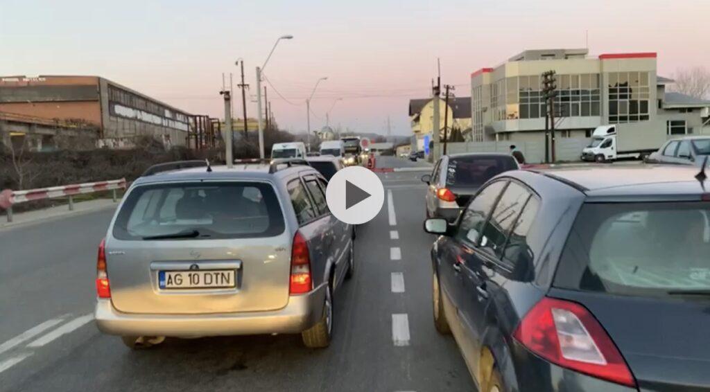 VIDEO: BARIERA DIN PRUNDU, LOCUL UNDE ȘOFERII AȘTEAPTĂ ȘI ÎNJURĂ