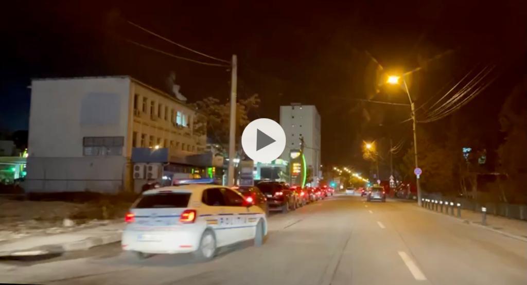 VIDEO: POLIȚIA INTERVINE LA MCDONALD'S. DEGEABA! COADA RĂMÂNE LA FEL!