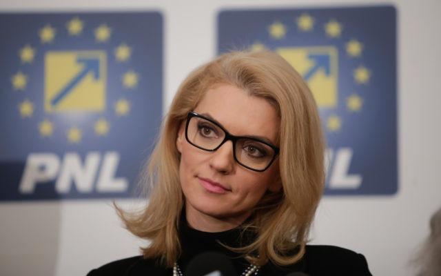 ALINA GORGHIU: SUNT SUPĂRATĂ CĂ AVEM DOAR DOUĂ FEMEI ÎN GUVERN