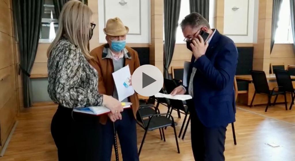 VIDEO: UN BĂTRÂN A MERS LA PRIMARUL GENTEA. DAR A PLECAT PLÂNGÂND…