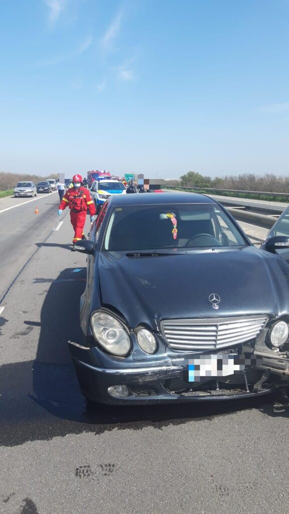 ACUM: Accident cu 4 autoturisme pe A1. Sunt rănite 4 persoane