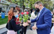 În ziua de Florii - PRIMARUL A FĂCUT DARURI ÎNMIRESMATE