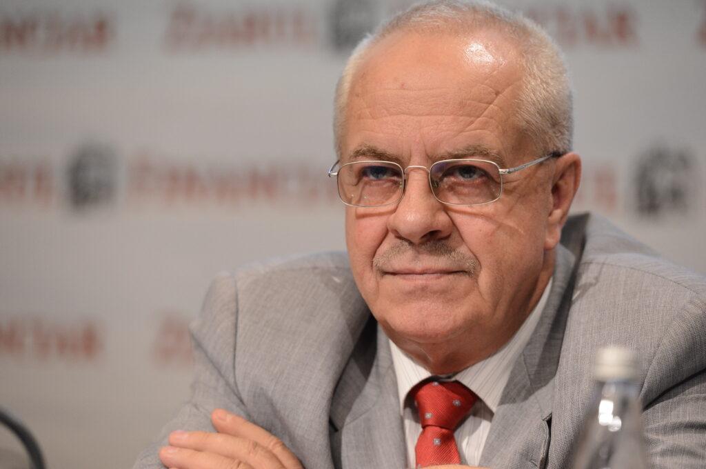 Dacia lansează Bursele Constantin Stroe