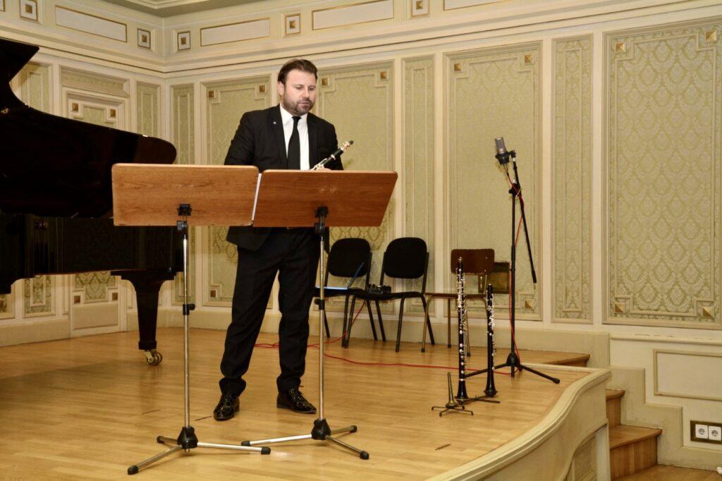 Când se instalează Felix Goldbach la pupitrul teatrului din Pitești