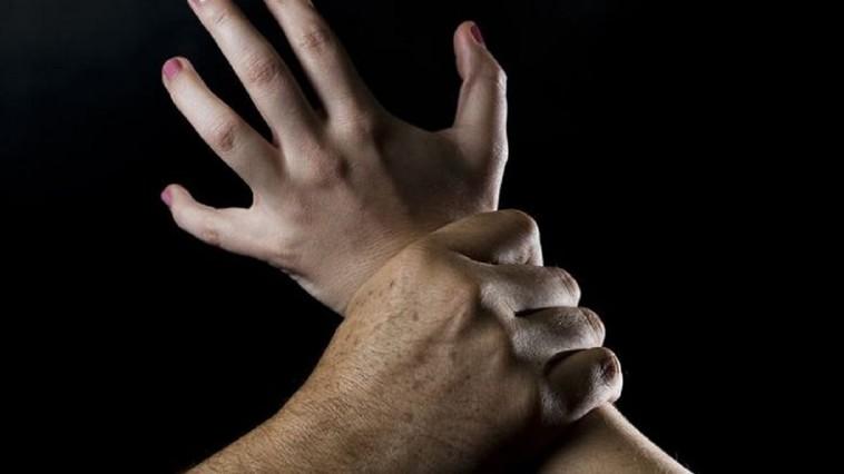 Bărbat din Argeș, reținut după ce și-a bătut soția și fiica minoră