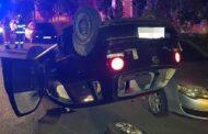 Băut fiind, după ce a lovit 4 maşini parcate, s-a răsturnat