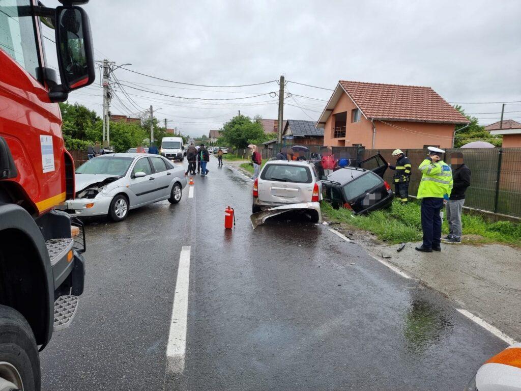 Acum! Accident în Curtea de Argeș, trei autoturisme implicate