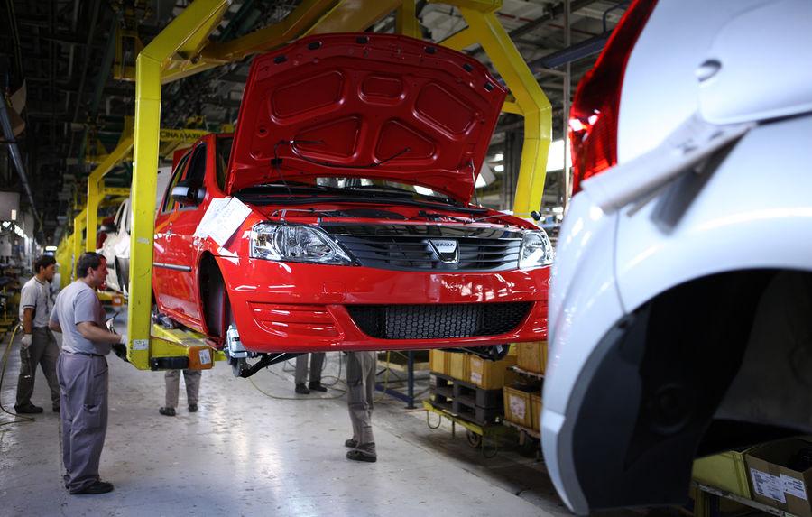 Angajații de la Caroserie Dacia cer aer condiţionat!