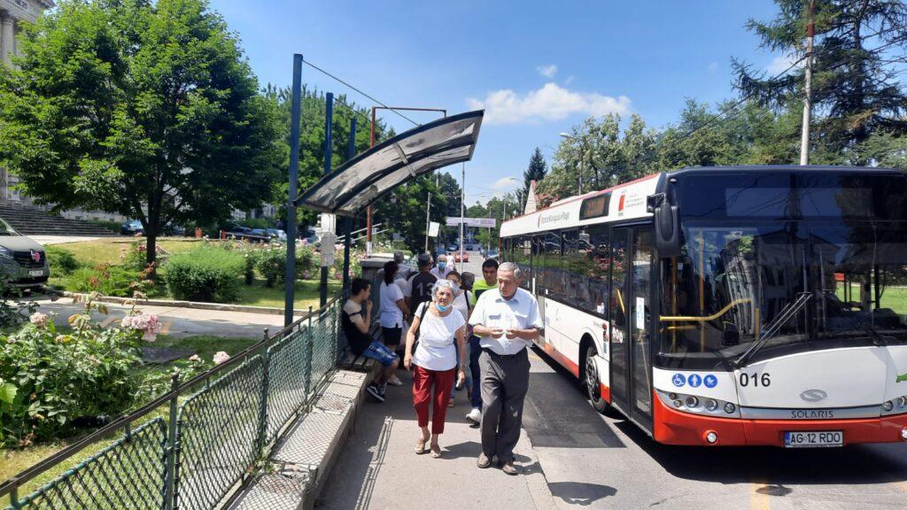 Fără aer condiţionat, în autobuzele din Pitești e un calvar!