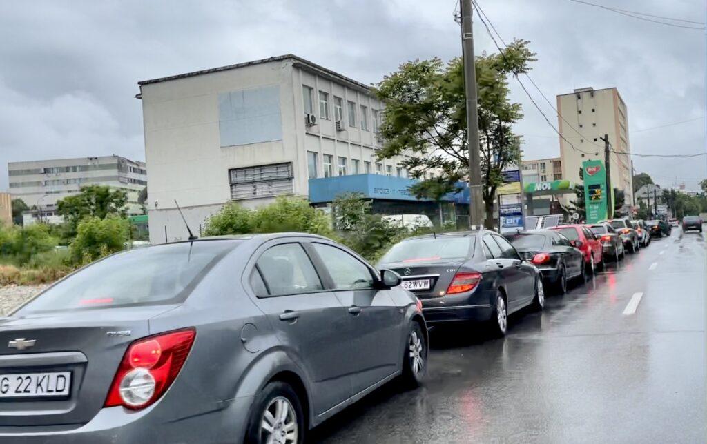 Video: Coadă uriașă de mașini la McDonald's Pitești