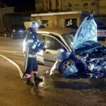 Mașină făcută praf în miez de noapte la Curtea de Argeș