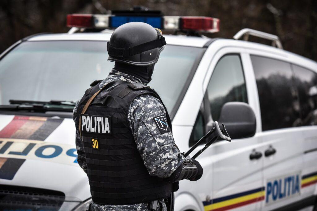 Percheziții: Mafia permiselor în Argeș