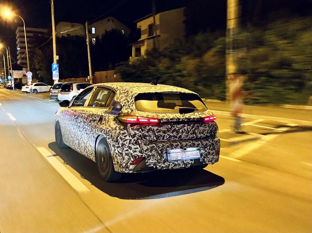 Un nou model Dacia, camuflat, în teste la Pitești