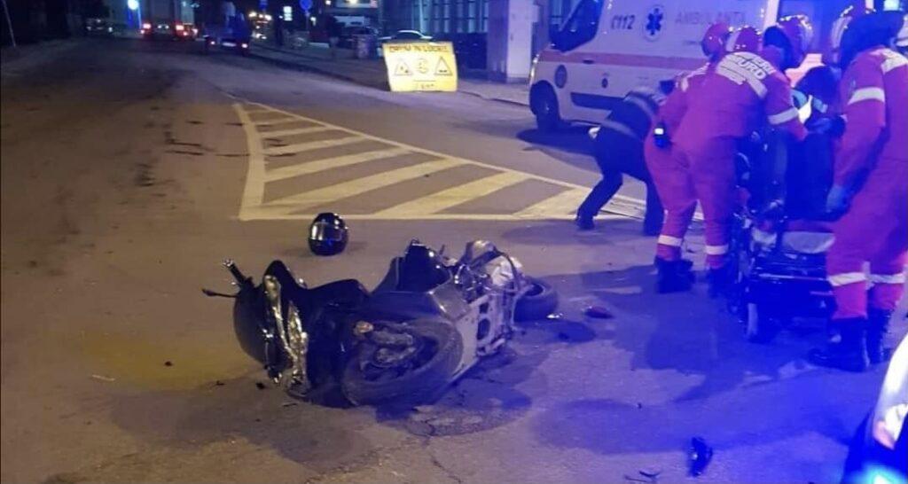 Mergea cu turma de animale și a fost lovit de un motociclist în Argeș