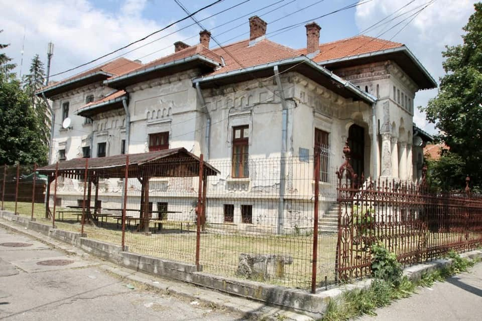 Casa Pensionarilor Câmpulung, redată orașului, dar trebuie reabilitată
