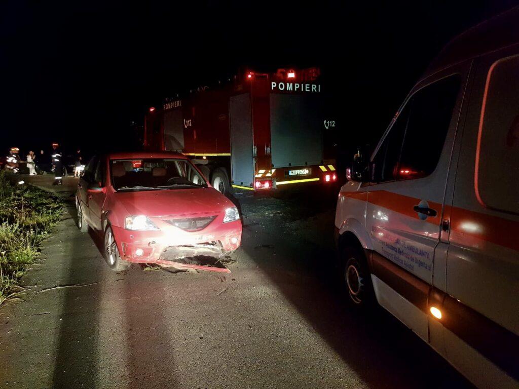 Maşină răsturnată și motociclist rănit în Argeș