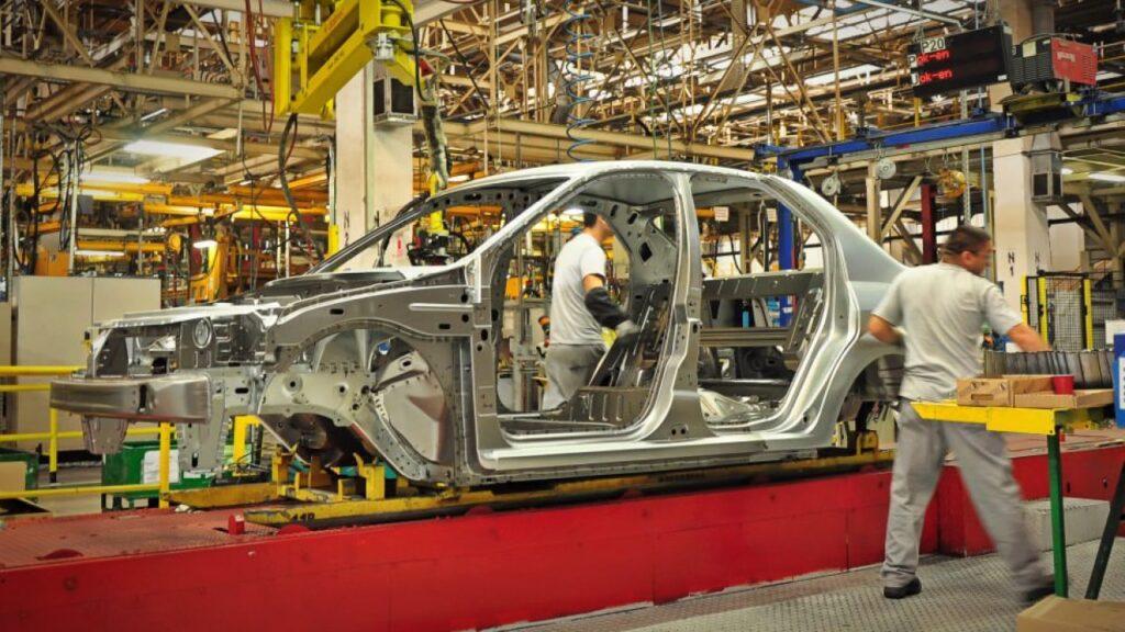 Producție oprită timp de trei zile la Dacia Mioveni