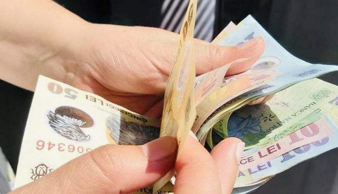 Cât mai câştigă salariaţii la stat şi la privat în Argeș?