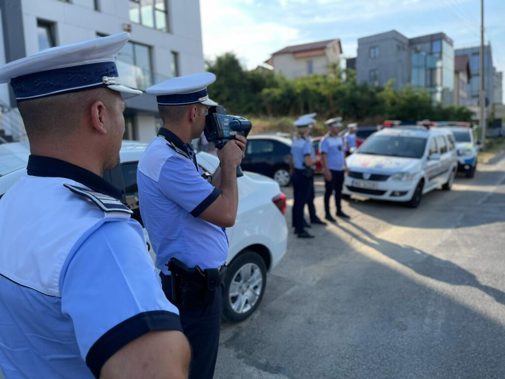 Sute de polițiști argeșeni vor fi la datorie în acest Weekend