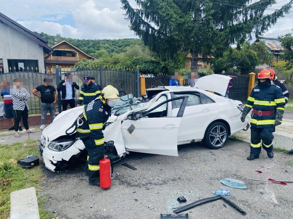 Copii răniţi într-un Mercedes răsturnat la Mihăești