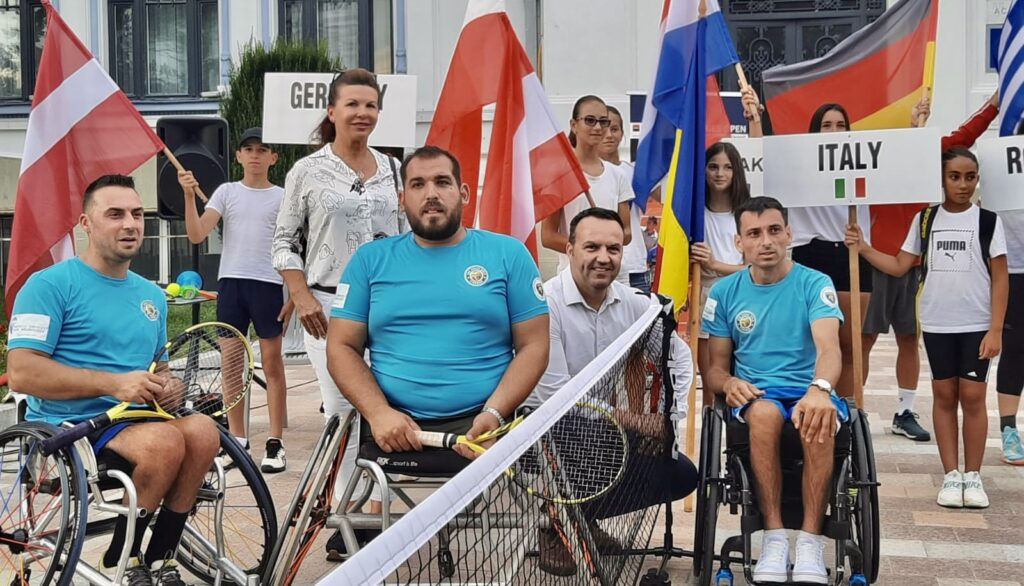 Video: Demonstrație de tenis pe strada mare din Pitești