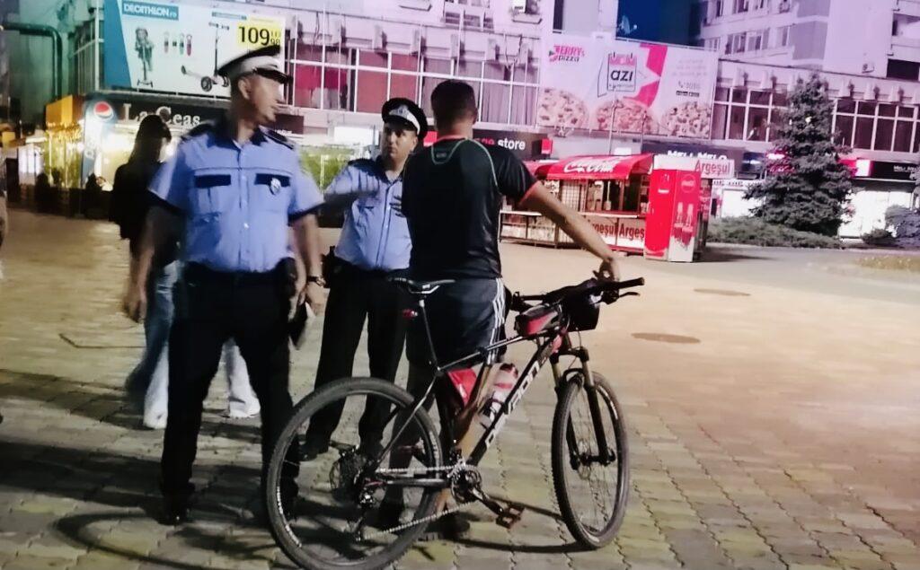 Bicicliști sancționați de polițiștii locali în centrul Piteștiului